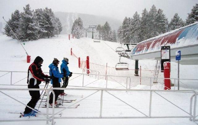 Estación De Esquí De La Molina Pirineo Catalán Canal Esqui Sport